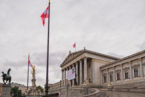 """Avusturya'da """"İslam"""" İfadesinin Karnelerden Çıkartılması Tepki Çekti"""