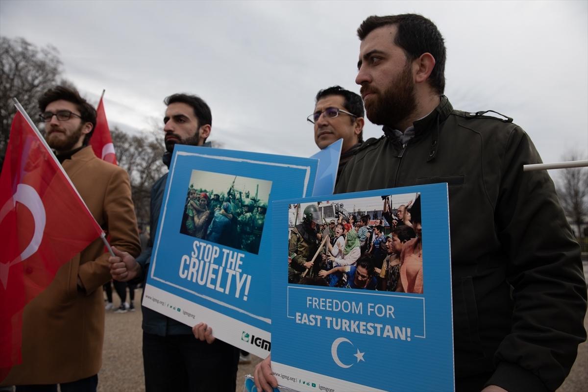 Doğu Türkistan gösterisi Beyaz Dündar