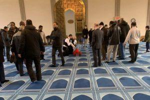 İngiltere'de Camiye Bıçaklı Saldırı