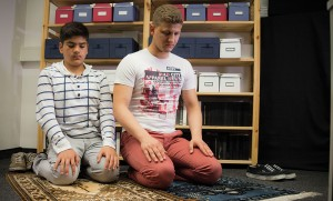 Bir Çay, Bir Bisküvi: Görülmeyen Gençlik Çalışmaları