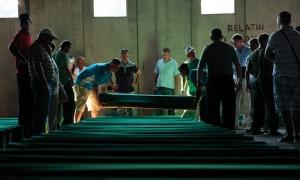 Bosna'da Geçmek Bilmeyen Geçmiş: Srebrenitsa