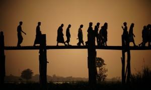 Myanmar'da Irkçılık Yasalarla Destekleniyor