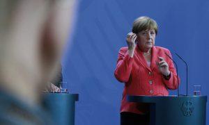"""Bir Günah Keçisi Daha: """"Merkel'in Mülteci Politikası"""""""