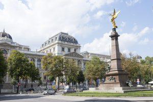 """Avusturya   Viyana'da """"Üniversite Camisi"""" Açılıyor"""