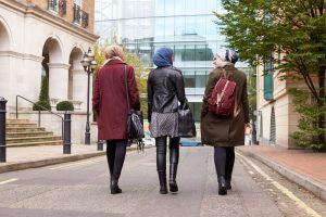 """""""Müslüman Genç Kadınlar Daha Çabuk Entegre Oluyor"""""""