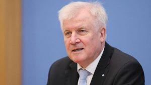 """Almanya İçişleri Bakanı Seehofer: """"Hanau'daki Eylem Irkçı Terör Saldırısıdır"""""""