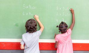 Vatandaşlığa Kabul Edilen Göç Kökenli Çocuklar Okulda Daha Başarılı