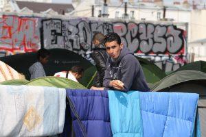 Avrupa'daki Dışlama Göçmenleri İnsan Kaçakçılarının Ağına İtiyor