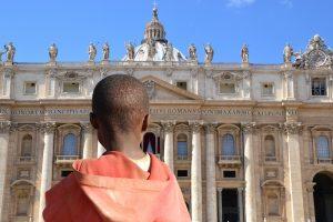 İtalya'da Afrikalı Göçmenlere Taşlı Saldırı