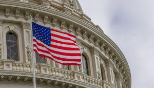 ABD'de Camiye Gitmekle Suçlanan Siyasetçinin Görevden Alınması İstendi