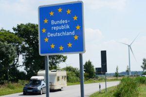 """Almanya'nın Pasaport Kontrolü Yasa Dışı"""
