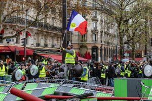 """Fransa İçişleri Bakanı'ndan Sarı Yelek Açıklaması: """"Yeter Artık"""""""