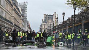 Fransa'da Gösterilerin Bilançosu: 630 Gözaltı 263 Yaralı