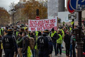 Fransa'da Polis İlk Kez Sarı Yelekliye Şiddetten Mahkum Oldu