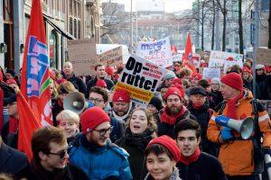 Hollanda'da Öğrenci ve Öğretim Görevlileri Sokağa İndi