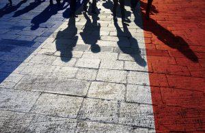 Fransa'da Her İki Gençten Biri Kendini Ateizme Yakın Hissediyor