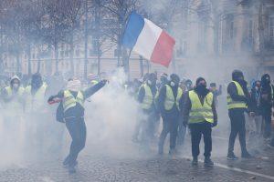 Fransa'da 2019 Protesto ve Grevlerle Geçti