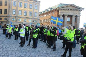 """İsveç'te Parlamento Önünde """"Irkçılığa Karşı Dur"""" Gösterisi"""