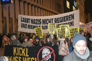 """Viyana'da Aşırı Sağ Karşıtı Gösteri: """"Irkçılara Hayır"""", """"Başbakan Kurz İstifa"""""""