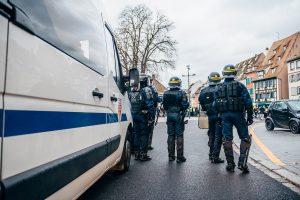 Macron'dan Polis Şiddeti Açıklaması: Güvenlik Güçleri de Şiddete Maruz Kalıyor