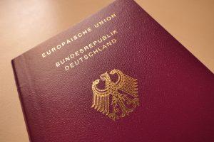 """Almanya'da Vatandaşlık İçin """"Alman Hayat Tarzına Uyma"""" Şartı Getiriliyor"""