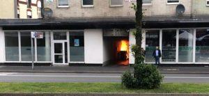 Hagen'de IGMG Camisine Irkçı Saldırı: Çöp Tenekeleri Ateşe Verildi