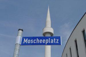 Almanya'da Camiler Kademeli Bir Şekilde İbadet İçin Açılabilir