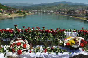 """Bosna Savaşı: """"Tek Hayalim Ölmeden Eşim ve Çocuklarımın Bedenlerine Ulaşmak"""""""