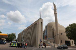 Köln'de DİTİB'in Merkezi Bomba İhbarı Nedeniyle Boşaltıldı