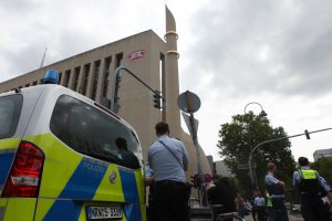 """Almanya'da Camilere Yönelik Tehdit: """"Polis Otomatik Silahlarla Camiye Geldi"""""""