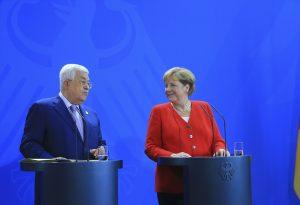"""Merkel: """"Filistinliler, Ekonomik ve Sosyal Olarak İyi Bir Yaşamı Hak Ediyor"""""""