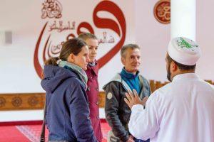 Almanya'da Açık Cami Günü Kapsamında Camiler Kapılarını Gayrimüslim Ziyaretçilere Açıyor