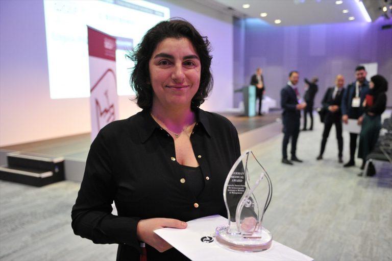 Türk Kökenli Doktor Dilek Gürsoy Alman Tıp Ödülü'nü Aldı