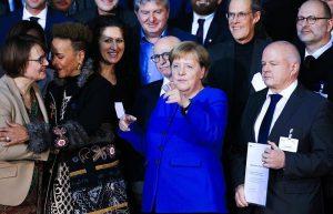 """Merkel: """"Kimse Dininden Veya Kökeninden Dolayı Dışlanmış Hissetmemeli'"""