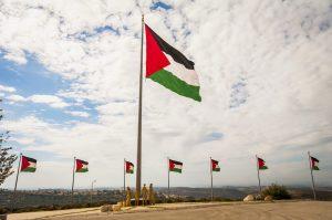 İsrail Askerleri Batı Şeria'da Filistinlilere Ait Dükkânları Yıktı