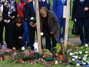 Merkel, NSU Kurbanları İçin Yapılan Anıt Parkın Ziyaret Etti