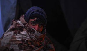 AB Kapısında Bekleyen Göçmenler Dondurucu Soğukta Yaşam Mücadelesi Veriyor