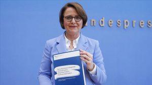 """Almanya Uyum Bakanı Widmann-Mauz: """"Müslüman Düşmanlığı Gerçek Bir Tehdittir"""""""