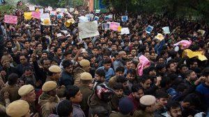 Hindistan'da Müslüman Göçmenlerin Aleyhine Değiştirilen Yasaya Karşı Gösteriler Sürüyor