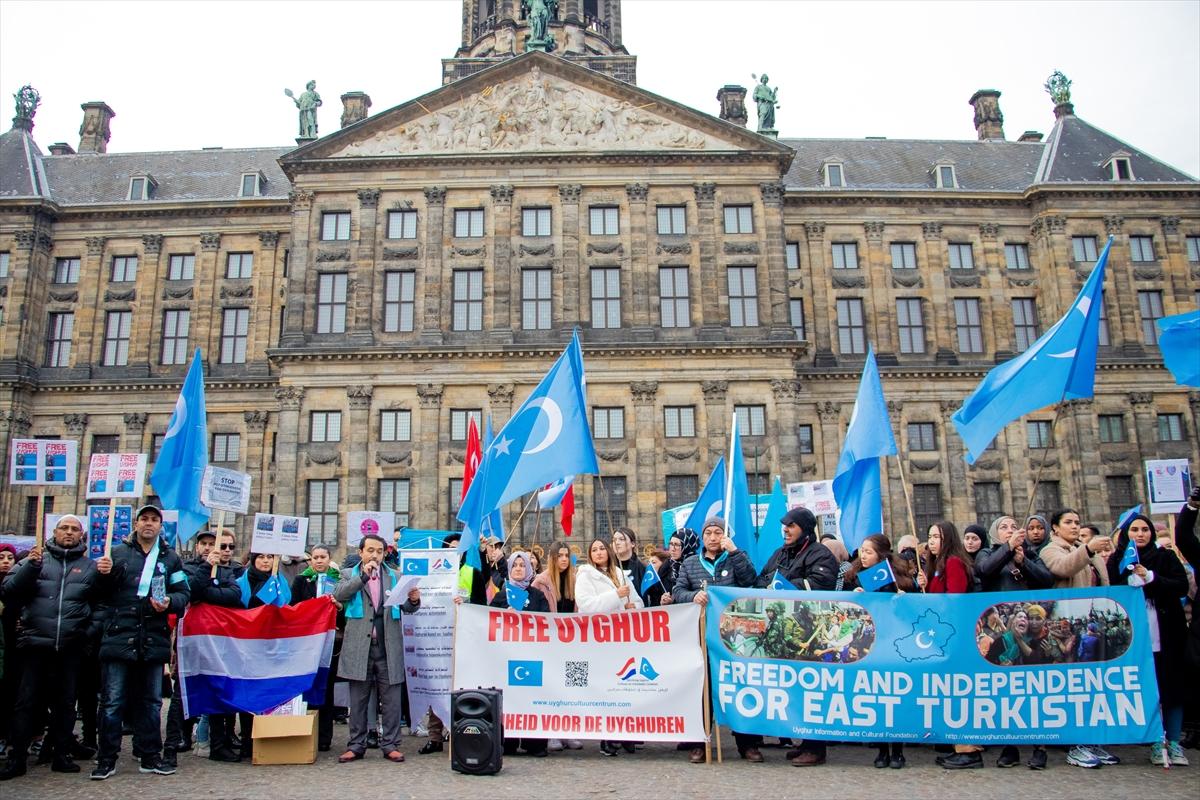 Hollanda'da Uygur Türklerine destek gösterisi.