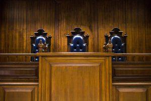 Avusturya'da Başörtülü Stajyer Hukukçuya Hakim Koltuğuna Oturma Yasağı