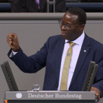 Halle'de Siyahi Milletvekilinin Ofisine Saldırı