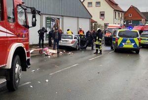 Almanya'da Karnaval Geçidi Sırasında Bir Araç Kalabalığın İçine Daldı