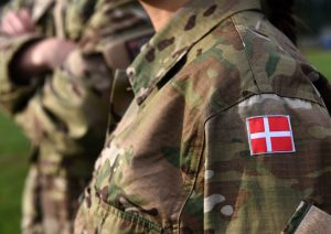 """Danimarka'da """"Ya Başörtünü Çıkar Ya Ayrıl"""" Denilen Asker İstifa Etti"""