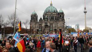 Almanya'da İslam Karşıtı PEGIDA, 200'üncü Eylemini Gerçekleştirdi