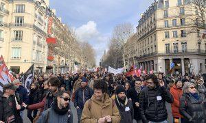 Fransa'da Emeklilik Reformu Protestoları Sürüyor