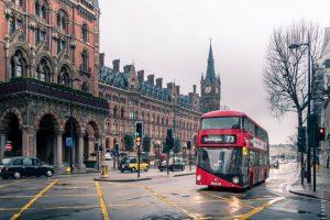 İngiltere'de Yakında Hayat Normale mi Dönecek?