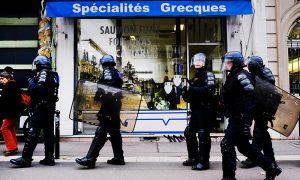 Fransa'da Camiye Polis Baskını: İçeride Çocuklar Ders Görüyordu