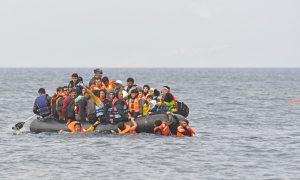 """Kamu Yayın Kuruluşu: """"Yunanistan, Göçmenleri Denize Geri İtiyor"""""""