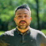 Dr. Ömer Alkın'la Göç Deneyimlerini Gün Işığına Çıkaran Bir Yolculuk